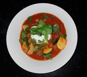 Orientalischen Gemüseeintopf mit Hähnchen